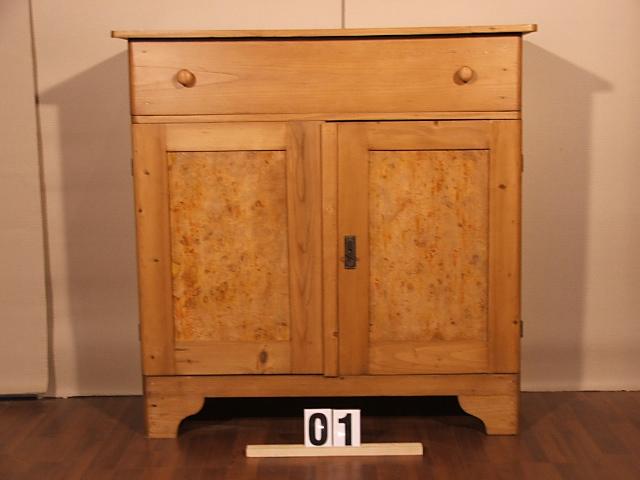 Méretek:97x97x40 Régi fenyő kis szekrény,fiókos szekrény,méhviaszolt