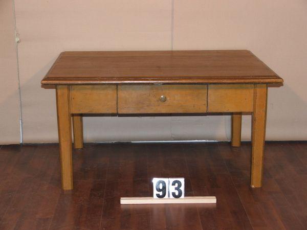 Méretek:101,5x51x79 Régi kőris kávé asztal