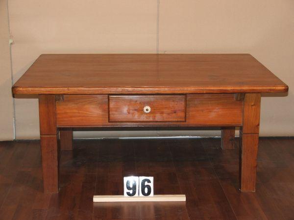 Méretek:116,5x51x90,5 Régi vörösfenyő kávé asztal