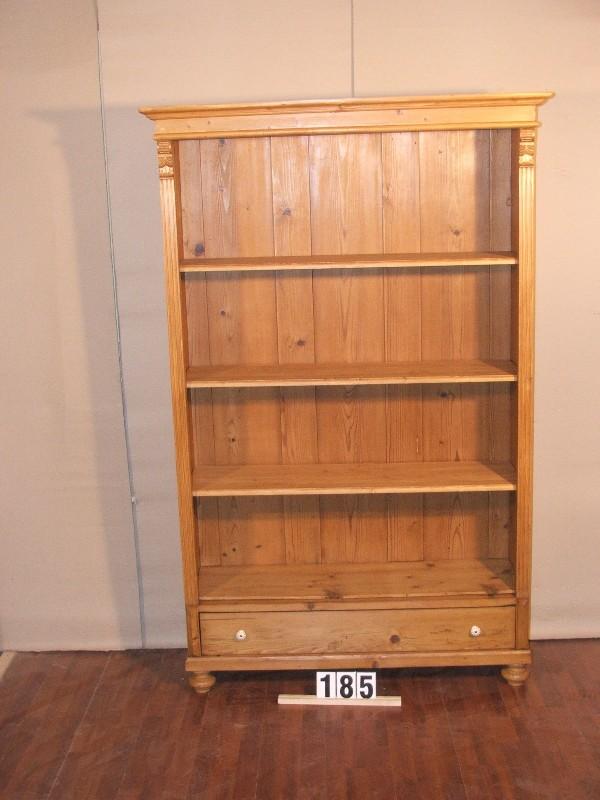 Méretek:121x191x42 Régi fenyő szekrényből átalakított könyvespolc,méhviasszal felület kezelve