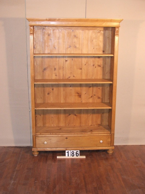 Méretek:122,5x188x40 Régi fenyő szekrényből átalakított könyvespolc,fiókkal,méhviaszolt