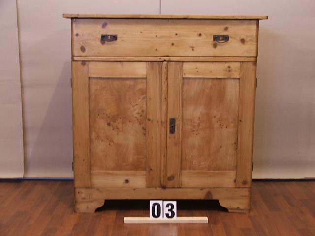 Méretek:96,5x98x43 Régi fenyő kis szekrény,topoja betétes,méh viaszolt