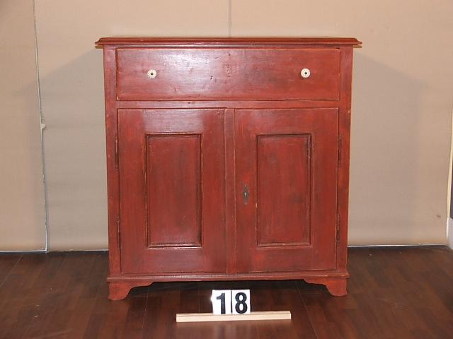 Méretek:94,5x97x50,5 Régi fenyő,festett,antikolt kis szekrény