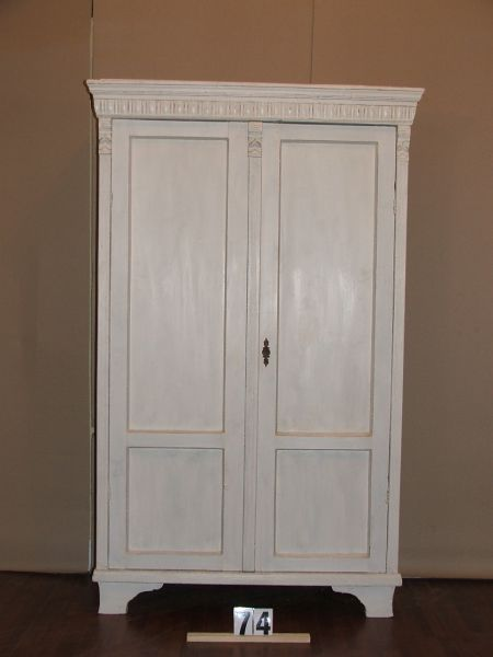Méretek:113x183x44,5 Régi fenyő szekrény,ruhásszekrény,méh viaszolt,festett,antikolt