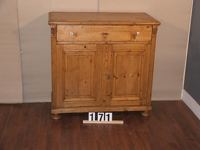 Méretek:103x101x50 Régi fenyő kis szekrény,fiókos szekrény,méh viaszolt