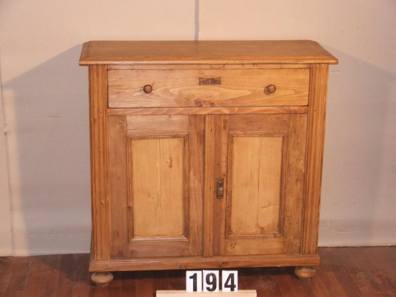 Méretek:99x95,5x38 Régi fenyő kis szekrény,fiókos szekrény,méh viaszolt