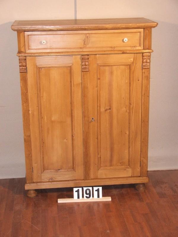 Méretek:100,5x131x45,5 Régi fenyő kis szekrény,fiókos szekrény,méh viaszolt,vertiko