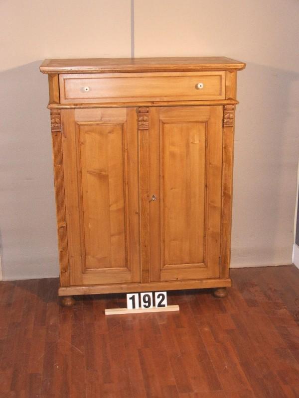 Méretek:100,5x131x45,5 Régi fenyő anyagból készült szekrény,fiókos szekrény,vertiko,méh viaszolt