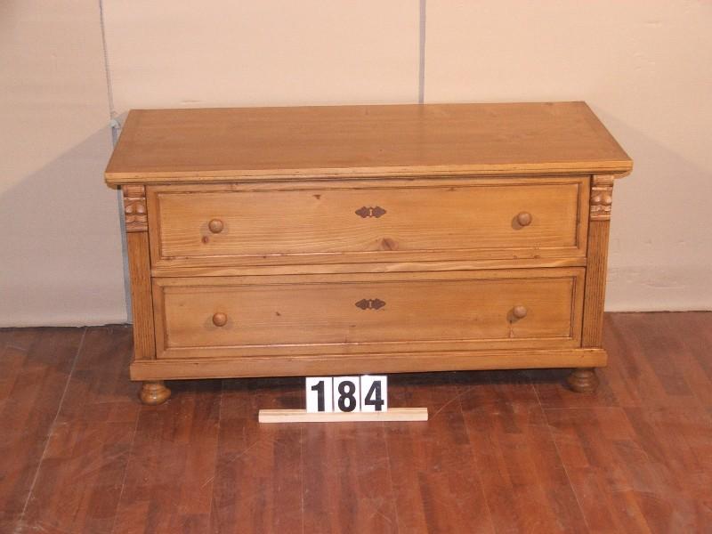 Méretek:120x61x55,5 Régi fenyő kis szekrény,fiókos szekrény,méh viaszolt