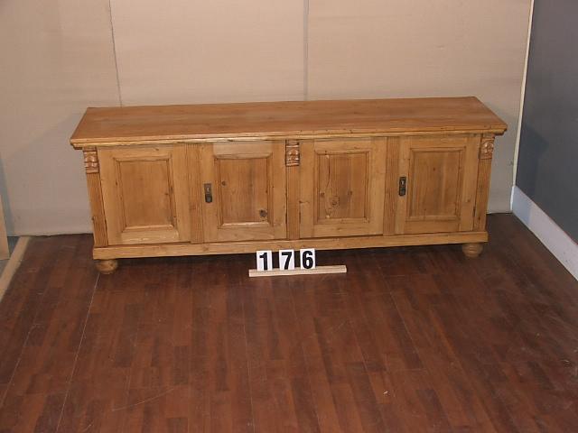 Méretek:170x61x43,5 Régi fenyő anyagból készült kis szekrény,tv szekrény,méh viaszolt