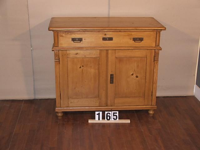 Méretek:107x91,5x51,5 Régi fenyő kis szekrény,fiókos szekrény,méh viaszolt
