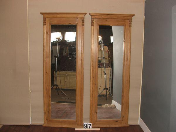 Méret:73x184,5x8 Régi fenyő anyagból készült álló tükör,méh viaszolt