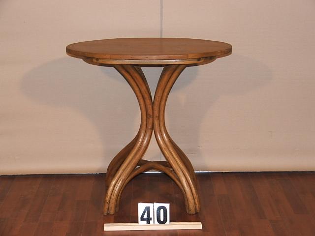Méretek:71x71,5x46,5 Régi tonett asztal